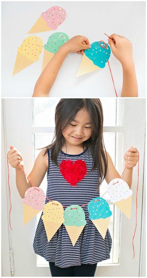 bonita guirnalda con helados de papel hecha a mano, ingeniosas ideas de manualidades para niños de 6 a 12 años