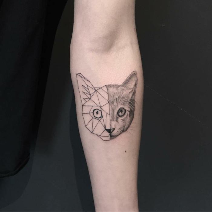 pequeño gato geométrico tatuado en el antebrazo, tendencias en los tatuajes y 90 preciosos diseños de tatuajes de animales