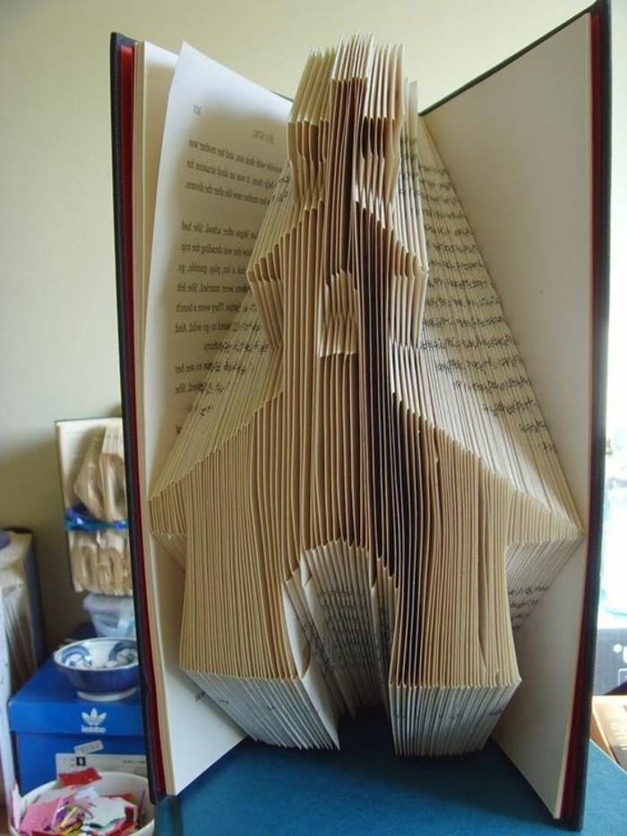 ideas de regalos de boda originales y bonitos, como hacer manualidades con papel paso a paso, fotos de plegado libros DIY