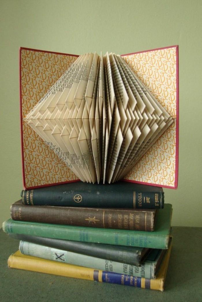 preciosa decoración en estilo vintage, libros viejos decoración bonita para tu salón, ideas de manualidades de papel