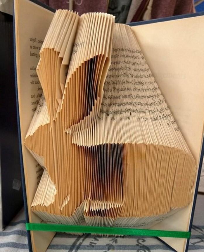preciosa decoración casera con plegado de libros, conejo decorativo de un libro viejo, manualidades de papel originales