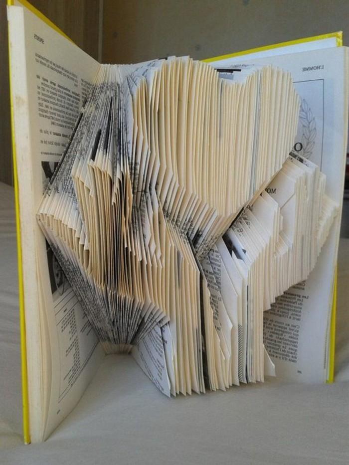 creaciones únicas con plegado de libros, árbol con corazón, técnicas de doblar páginas para crear obras de arte