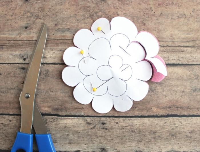como hacer una flor de fieltro paso a paso, propuestas de regalos para maestras de infantil originales y bonitos para profes