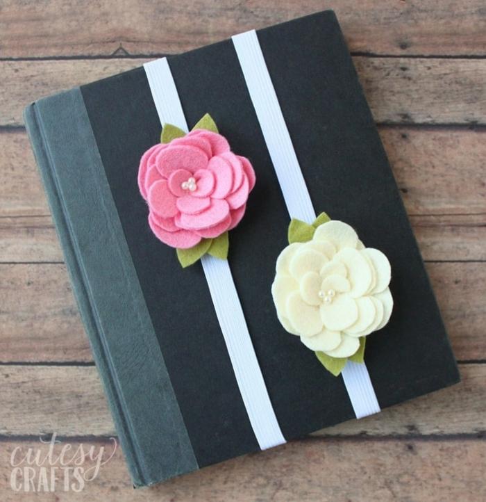 precioso cuaderno decorado con flores de fieltro en blanco y rosado, regalos para maestras de infantil, originales ideas de regalos