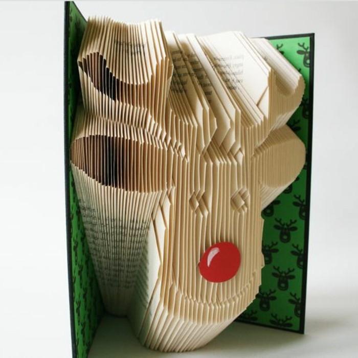 ideas de manualdiades para navidad, manualidades de papel unicas, decoración con figura de ciervo de papel de libro