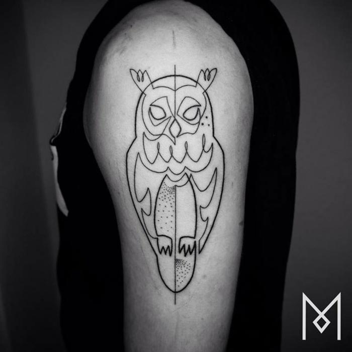 diseños de tatuajes buhos originales, tatuaje lineal con una sola linea continua, los mejores diseños de tatuajes en el brazo