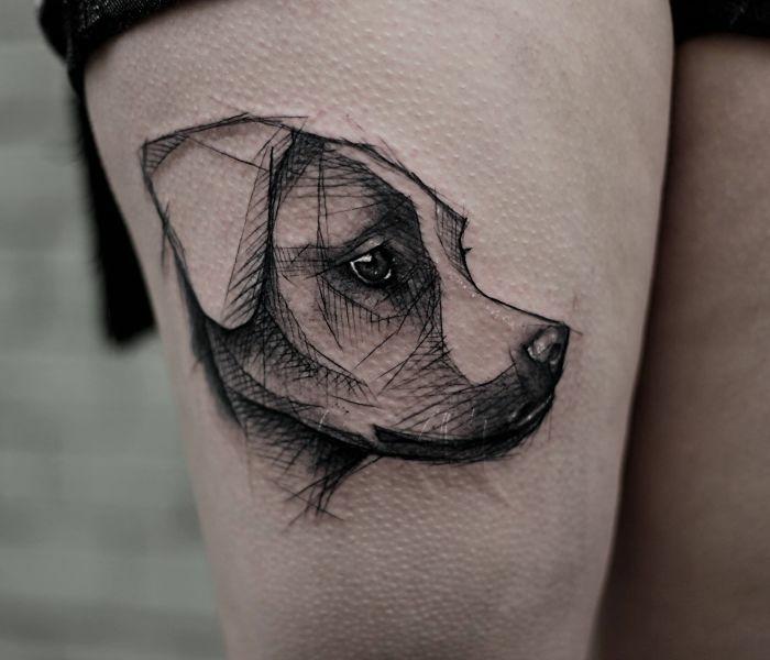 diseños de tatuajes realistas en estilo esbozado, tatuajes esbozados en la pierna, significado de los tatuajes de perro