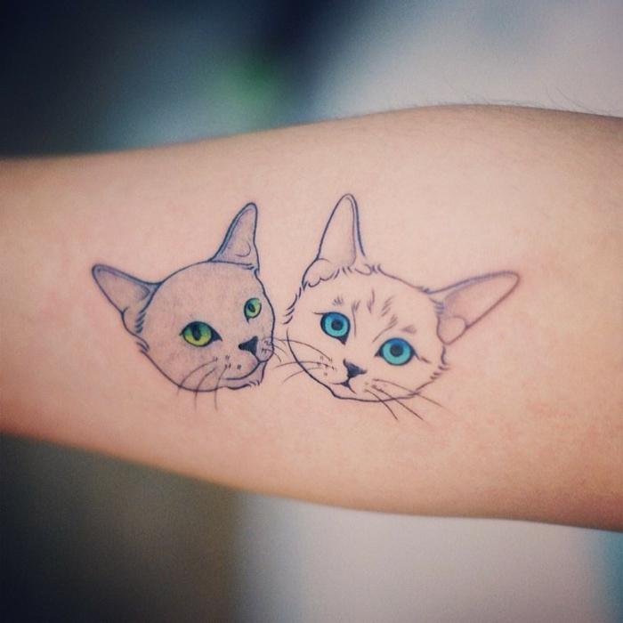 tatuajes de gatos, adorable propuesta tatuajes de gatos con ojos en colores neón, tatuajes personalizados con fuerte significado