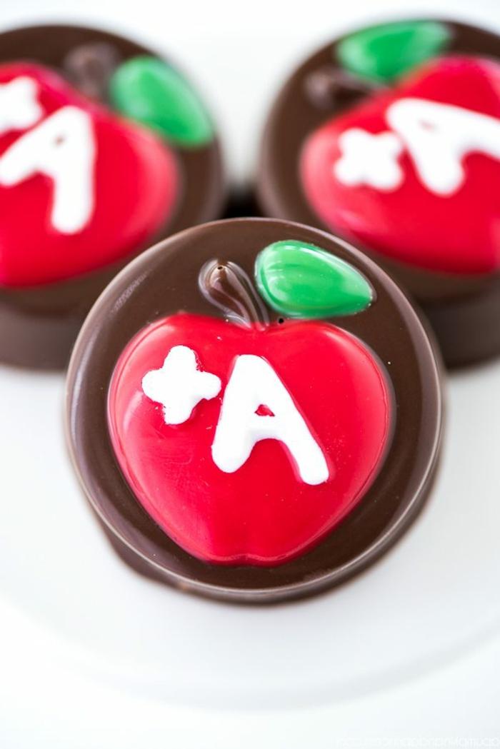 ideas de regalos profesoras infantil, dulces y caramelos personalizados para regalar a tu maestra de guardería, caramelos con manzanss