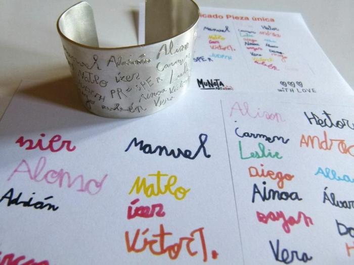 interesantes ideas de regalos profesoras infantil, pulseras para profesoras, pulsera personalizada con los nombres de cada niño