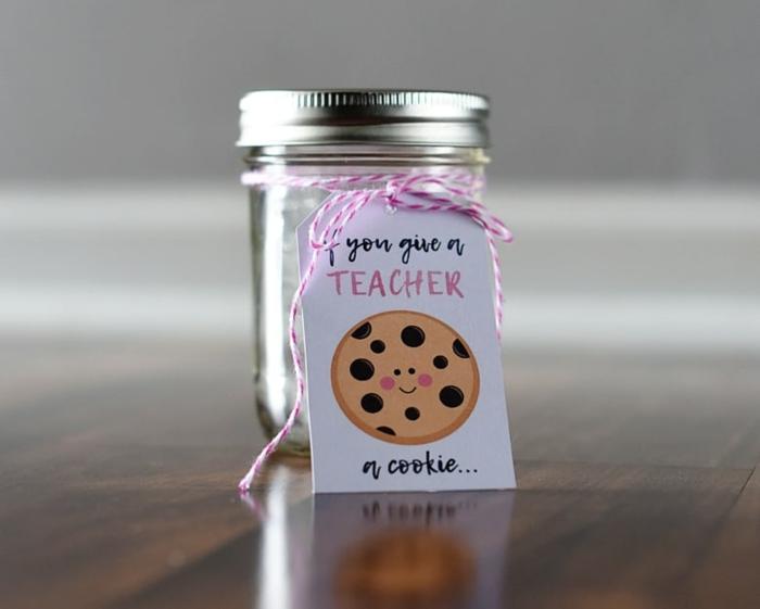 simpáticos detalles para regalar a tu profesora, frasco personalizados, regalos profesoras infantil bonitos y divertidos