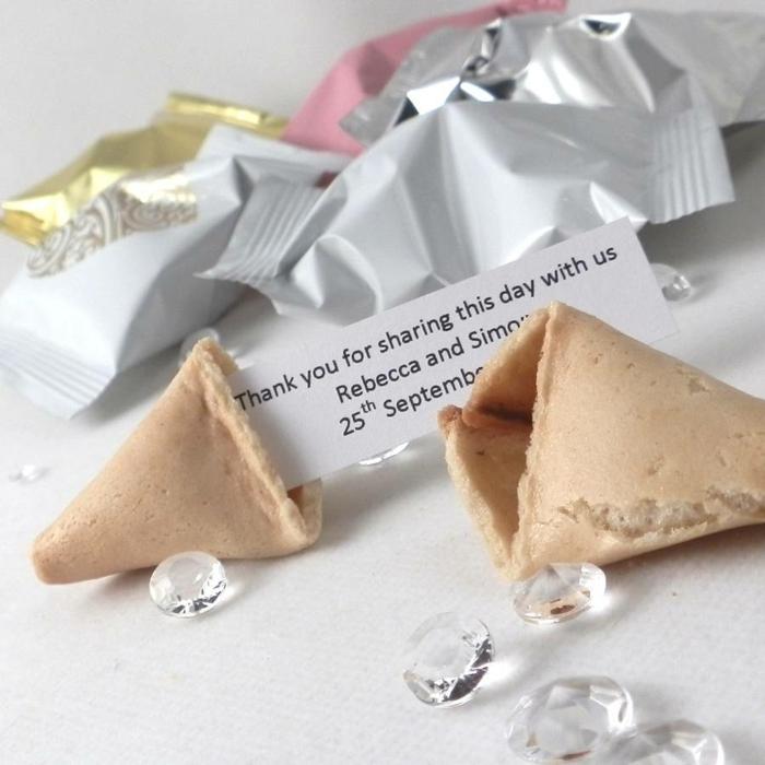 detalles de boda originales para invitados, fortune cookies personalizados, ideas de regalos pequeños y baratos para sorprender a tus invitados