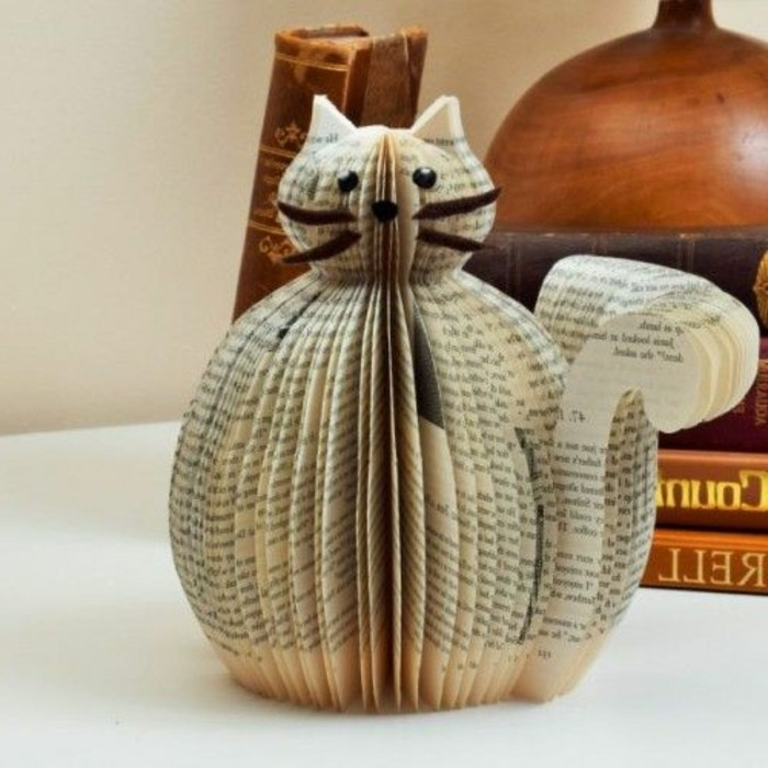 pledago de libros originales ideas, figura tridimensional de un gato hecha de las páginas de un libro, como hacer animales de papel