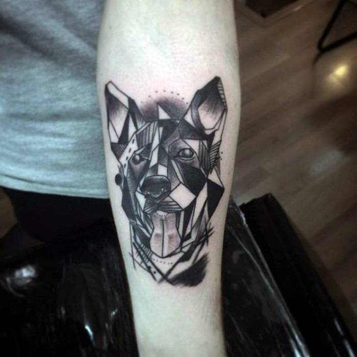 tatuajes de mascotas originales, diseños de animales geométricos, bonito tatuaje perro con tinta negra en el antebrazo