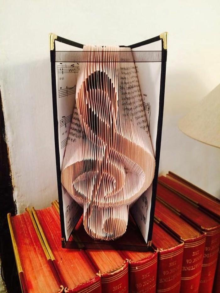 ideas para regalos hechos a mano para regalar a un musico, libro pop up super bonito, fotos de obras de arte con papel