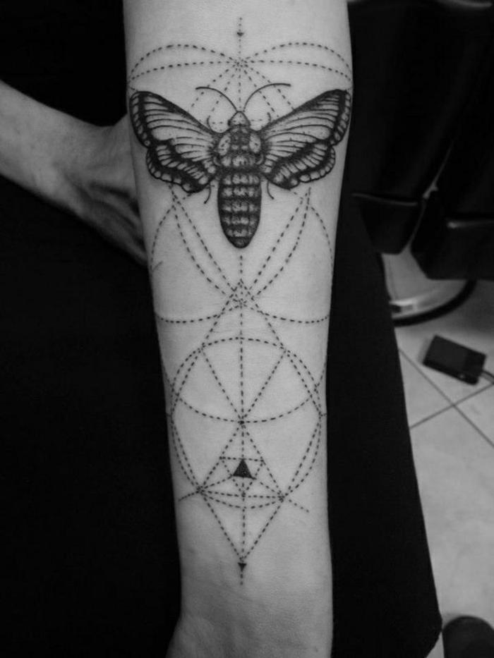 tatuajes con significado geométricos, diseño de tatuaje antebrazo entero, tatuajes que signifiquen fuerza y superacion