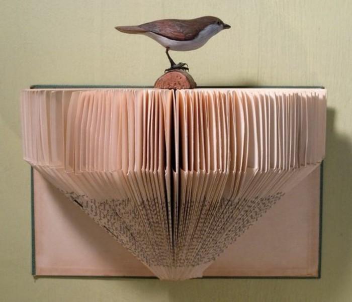 decoración para la pared super original en estilo vintage con libro páginas plegadas, manualidades creativas