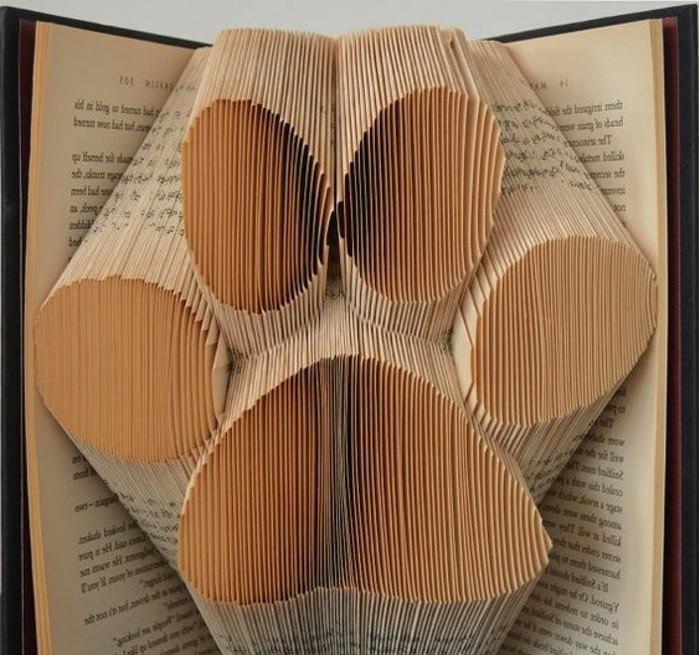 fotos de manualidades con plegado de libros, super originales ideas de regalos con paginas de libro plegadas