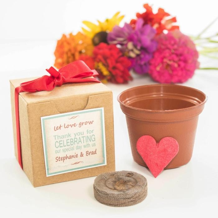 ideas de detalles de boda originales y utiles con un mensaje especial, pequeños detalles para dar a los invitados de tu boda