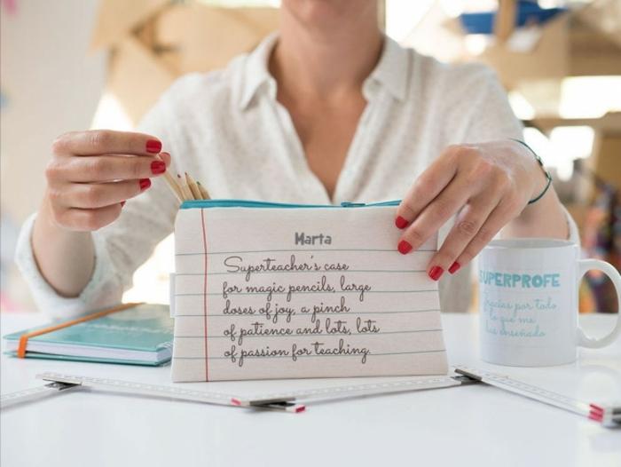 ejemplos de regalos personalizados, regalos originales para profesores fin de curso, regalos con letras personales