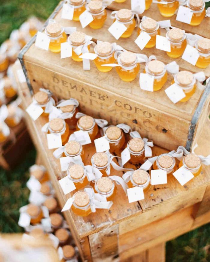 tarros de miel para regalar a los invitados de tu boda, que regalar en una boda, ideas de pequeños regalos para tus convidados