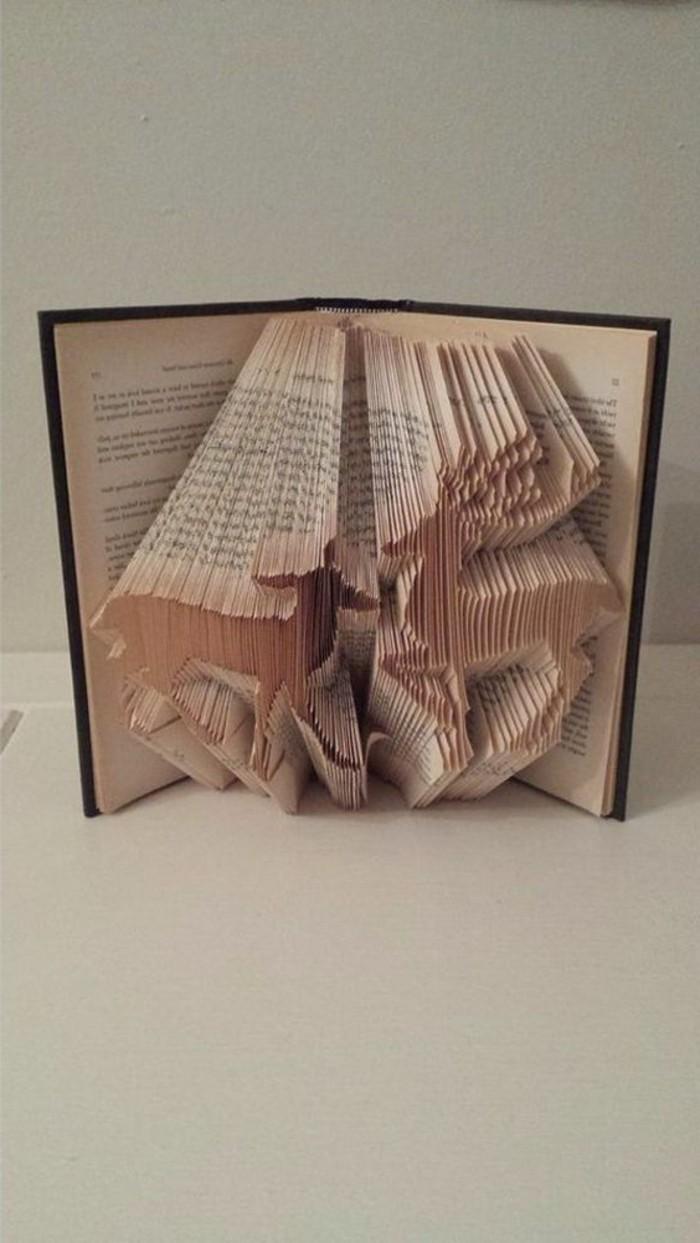 dos preciosos ciervos hechos de papel de libro, obras de arte DIY para decorar la casa en bonitas imagines