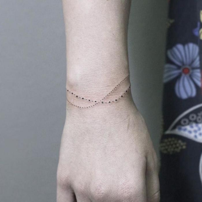 precioso adorno tatuado en la muñeca, tatuaje pulsera en la muñeca, tatuajes de mujer tatuajes elegantes y bonitos