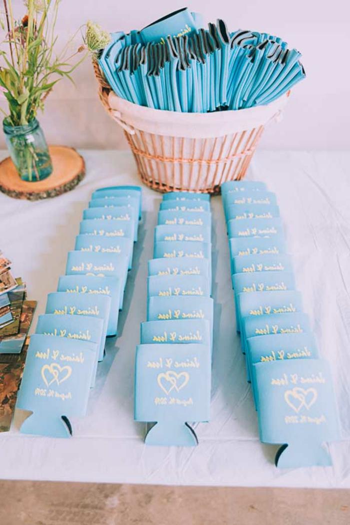 calcetines personalizados para regalar a tus invitados, detalles de boda originales y utiles, ideas de regalos originales