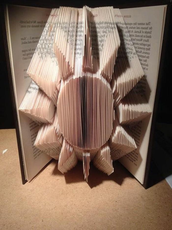 sol bonito hecho de plegado de libro, decoración casera original para tu habitación, ideas de decoración DIY