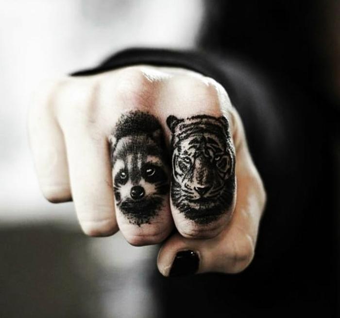 tatuajes para hombres con animales, dos animales tatuados en los dedos, pequeños tatuajes con significado para hombres y mujeres