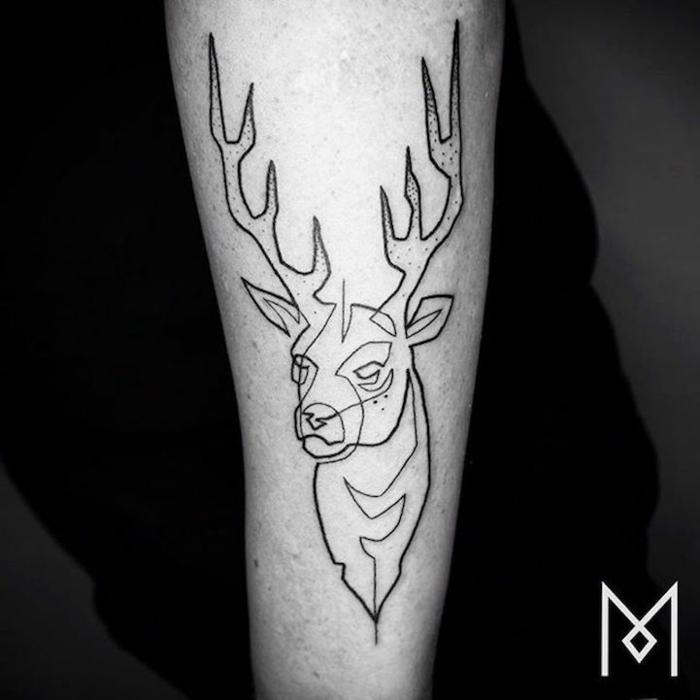 tatuaje ciervo en el antebrazo, ejemplos de tattoos hechos con una sola linea, tatuajes de salvajes animales que signifiquen algo