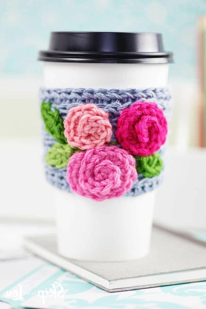 tazas personalizadas para regalar a la profesora de tu crío, bonitas tazas para profesores para regalar, rosas de crochet