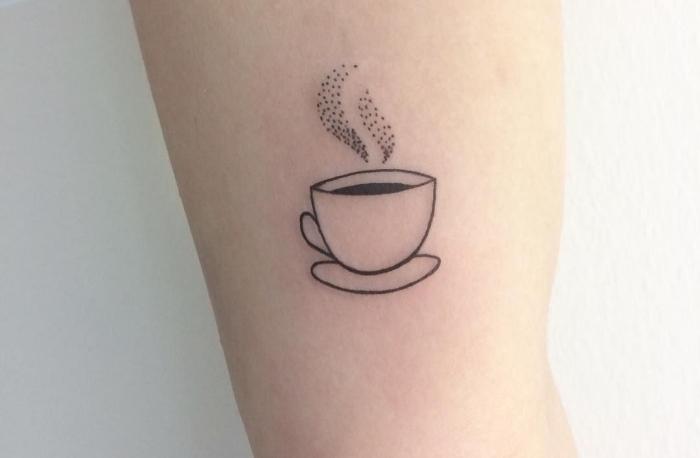 tatuajes taza de café, ideas de tatuajes temáticos, tatuajes para hombres y mujeres, diseños para los amantes del café