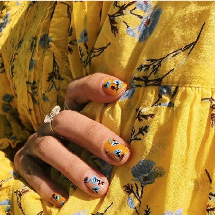 colores y decorados de uñas en tendencia, uñas verano originales y bonitas, cómo pintarse las uñas en verano, diseños originales