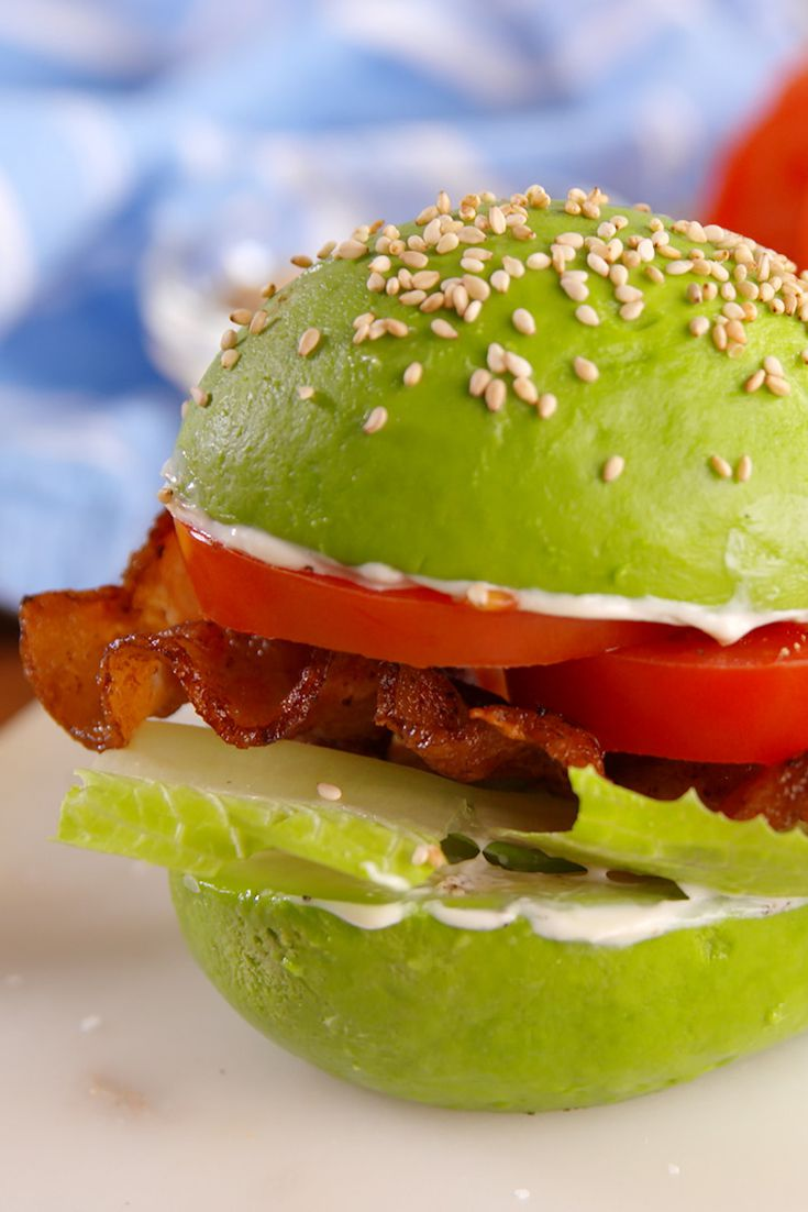recetas con aguacate únicas, cómo hacer un sandwich con aguacate sin pan, las mejores recetas de cenas y desayunos con aguacate