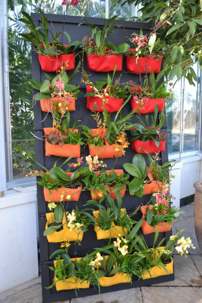 originales macetas verticales e ideas sobre como hacer un jardin vertical, plantas verdes y orquídeas en un jardinero vertical