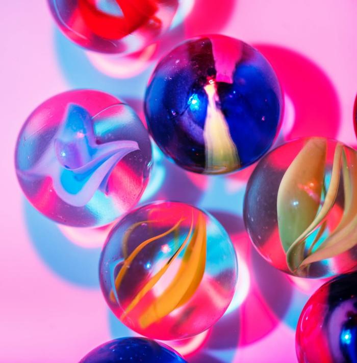 bolas en colores fluorescentes, imagines coloridas para poner como fondo de tu pantalla, fondos de pantalla chulos