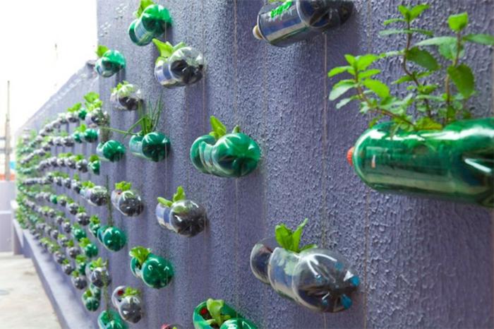 super originales ideas sobre como hacer un jardin vertical de reciclaje, decoración jardines verticales, alucinantes ideas para tu jardín