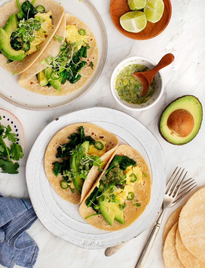 tacos con verduras y aguacate, las mejores recetas con vegetales para el verano, platos con aguacate ricas y saludables