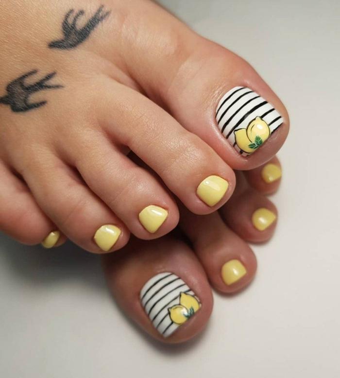 uñas en el pie en los colores de verano, uñas verano con decoraciones y dibujos frescos y originales, uñas en amarillo, blanco y negro con dibujos de limones