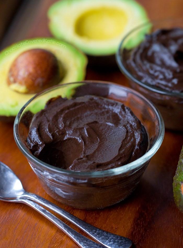 recetas con aguacate dulces, postres con aguacate y chocolate, ideas de postres saludables y originales para hacer en casa