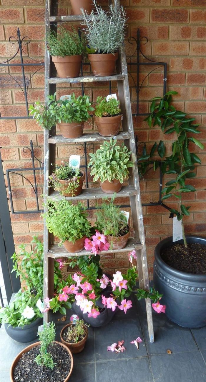 jardineros verticales DIY, ideas sobre decoración patio en estilo rústico, super originales ideas para decorar el patio