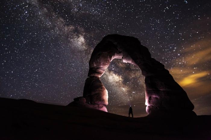 alucinantes paisajes nocturnos para poner en tu fondo de pantalla, preciosas rocas y cielo estrellado, fondos de pantalla chulos