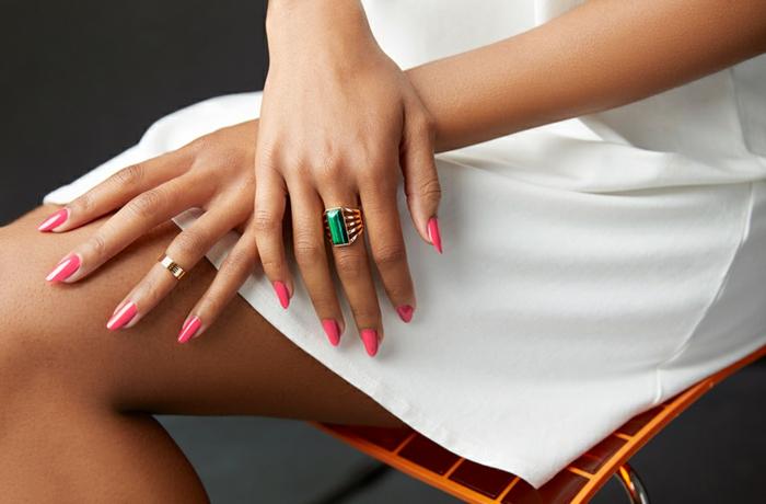 colores para uñas en tendencia, diseños de uñas en un solo color, bonitas ideas de uñas largas decoradas, uñas largas almendradas