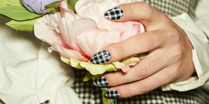 decoraciones de uñas en blanco y negro, ideas de uñas acrílicas con decorado, modelos de uñas de gel originales