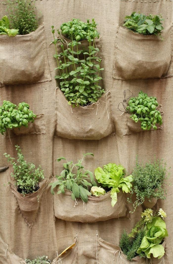 decorar jardin con jardineros verticales originales, ideas sobre como cultivar especias y plantas verdes, ideas para decorar la casa con plantas verdes