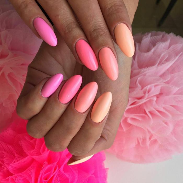 uñas pintadas en diferentes tonalidades del mismo color, largas uñas almendradas pintadas en los tonos del rosado