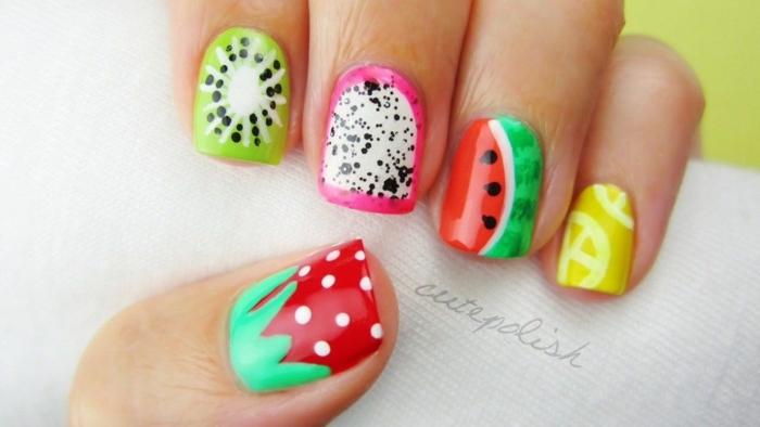 las mejores propuestas de uñas de gel bonitas para el verano, uñas con dibujos de frutas cítricos, diseños de uñas en colores vibrantes