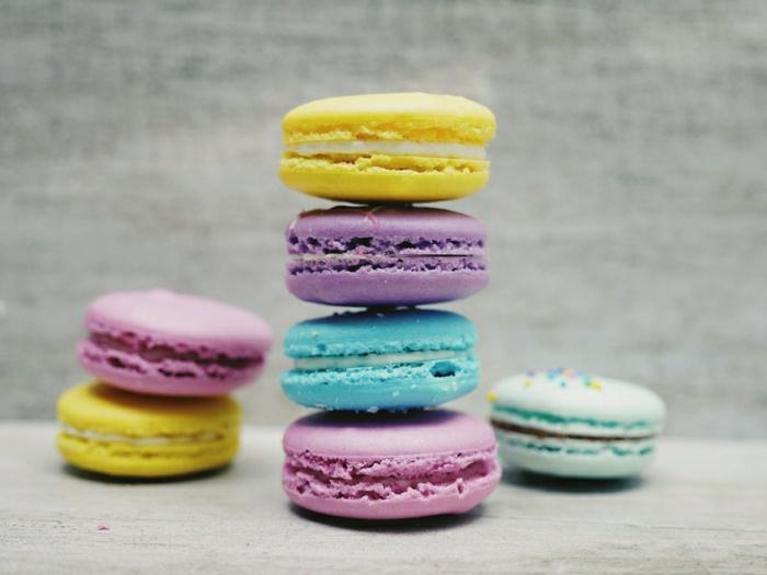 macarones en colores pasteles, fotos de dulces y pasteles para poner como fondo de tu teléfono móvil u ordenador