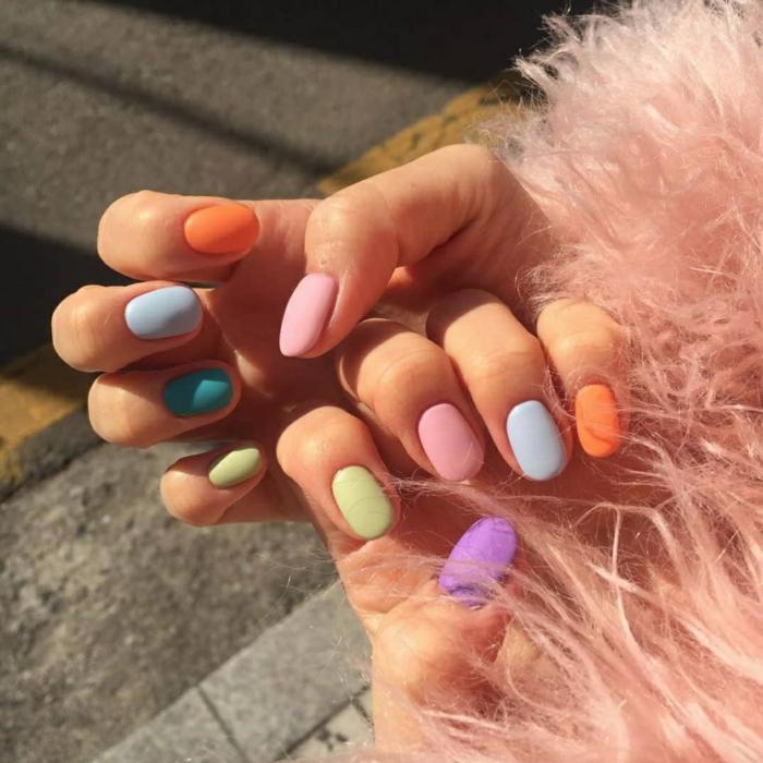 uñas cortas ovaladas pintadas en diferentes colores pastel, tendencias en uñas de gel bonitas, uñas con acabado mate